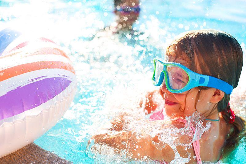 Proteggere gli occhi al mare e in piscina