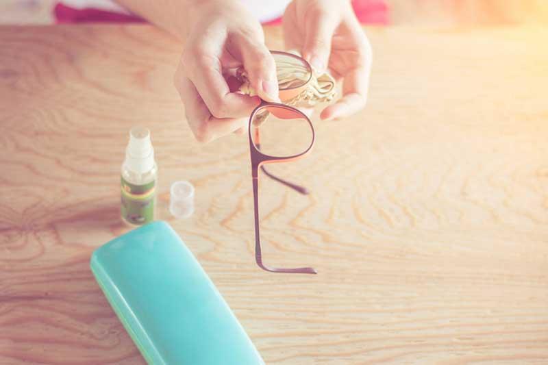 Pulire gli occhiali ai tempi del Coronavirus