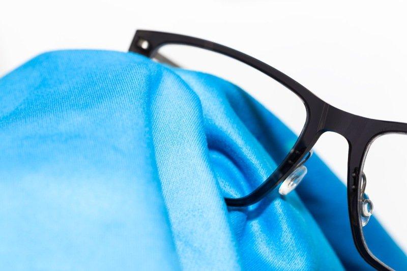 lucidare montatura occhiali in acetato