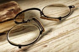 chi ha inventato occhiali