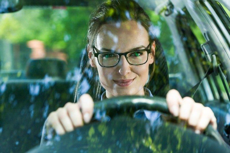 occhiali da riposo per guida